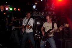 504-1Noisy Neighbors Band at Mo's Irish Pub in Wauwatosa